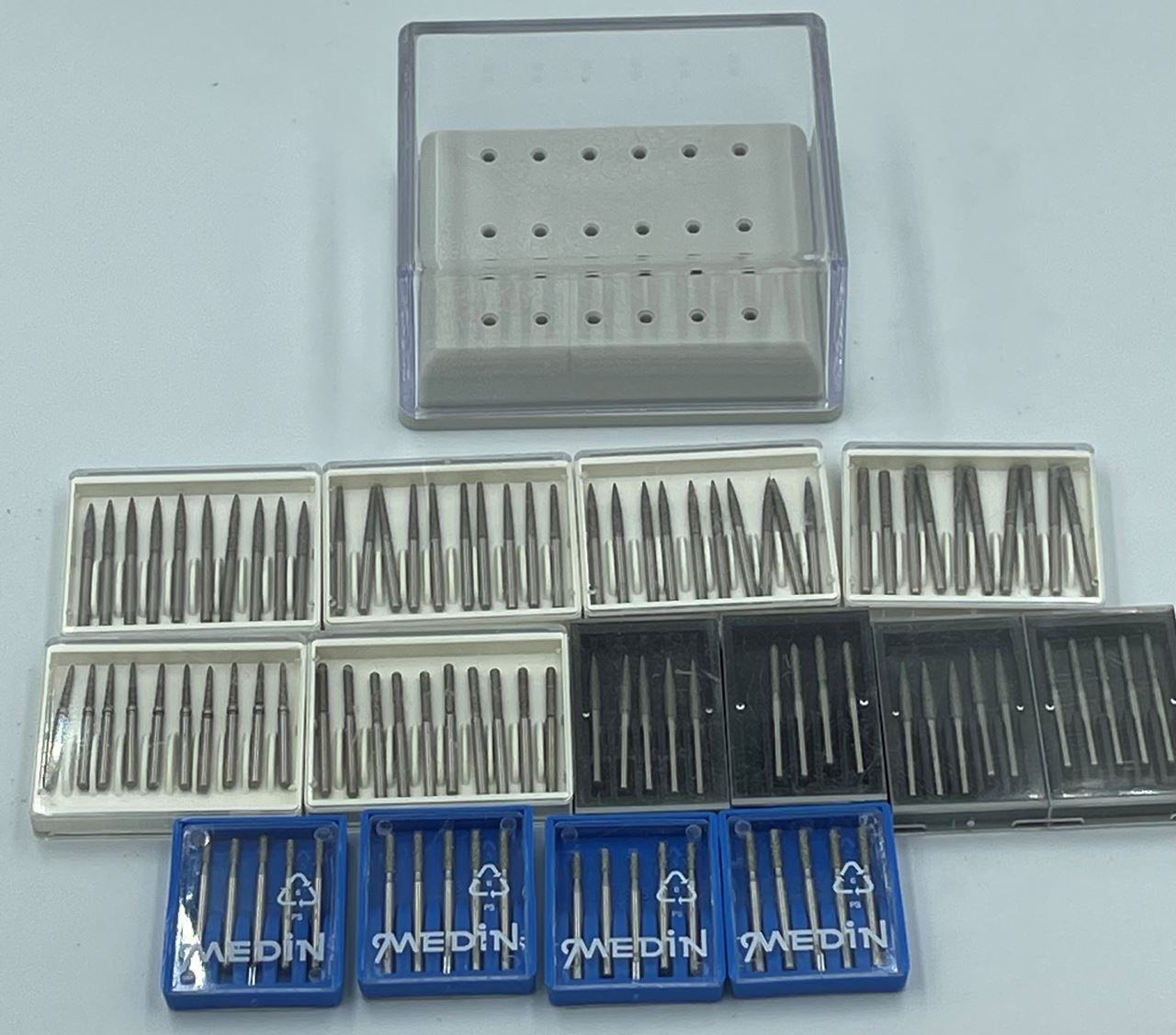 Picture of 100 Assorted FG Diamond Burs + 18 Bur Autoclavable Tray